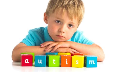Jak wspomagać dziecko z autyzmem, w tym z zespołem Aspergera