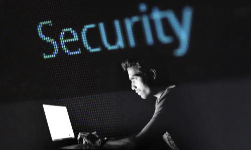 Cyberbezpieczeństwo – jakie zagrożenia czyhają na młodzież w sieci?