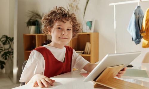 Aplikacje i gry aktywizujące, jako gotowe pomysły do pobudzania aktywności dzieci za pomocą elementów TIK